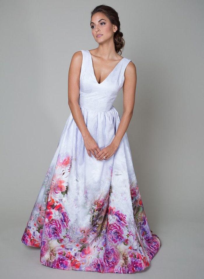 robe de cocktail pour mariage chic champetre, robe mariée blanche avec fleurs