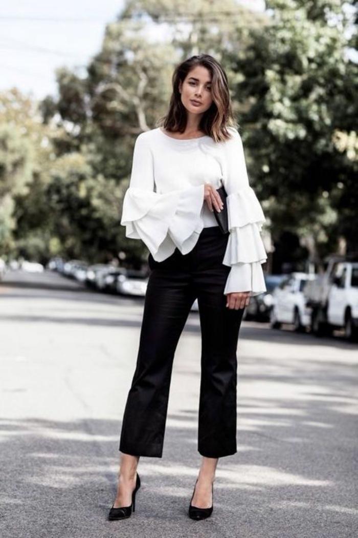 comment bien s habiller, pantalon noir type cigarette avec blouse blanche aux manches avec trois grands volants sur chacune, tenue de fête femme