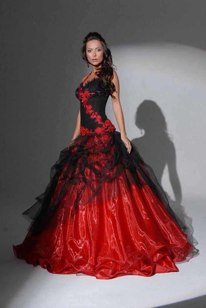 robe de cocktail pour mariage chic rouge et noir, modele tenue mariée originale