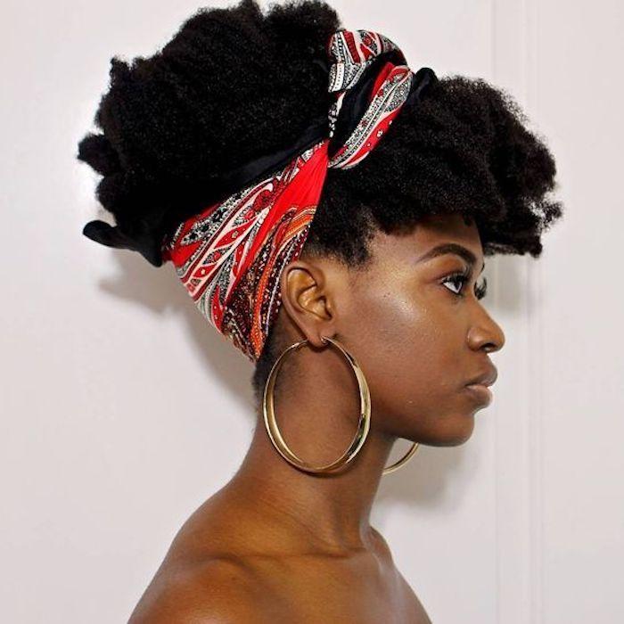 Coupe de cheveux afro coiffure africaine idée coiffure afro chignon haut coiffure avec foulard belle
