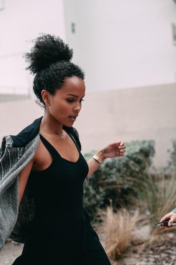 Coiffure afro femme coiffure tresse afro jolie tresse africaine chignon haut belle femme