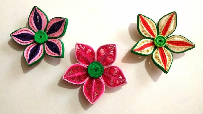 designs de fleurs différents, trois fleurs multicolores, designs faciles avec papier