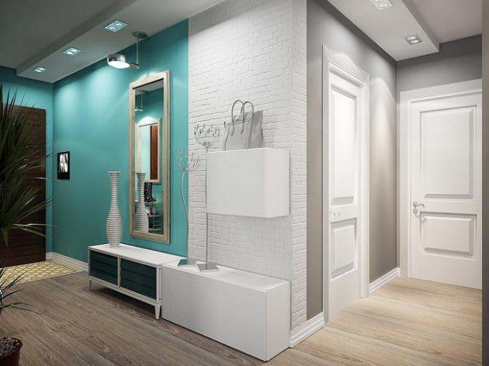 déco de style moderne dans le couloir avec peinture partielle en bleu turquoise et plantes vertes, murs blancs combinés avec parquet bois