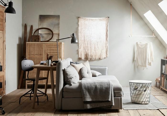 couleur zen, deco salon zen, murs gris, porte en bois clair, parquet en bois brut, espace sous combles, amenagement salon avec deco zen