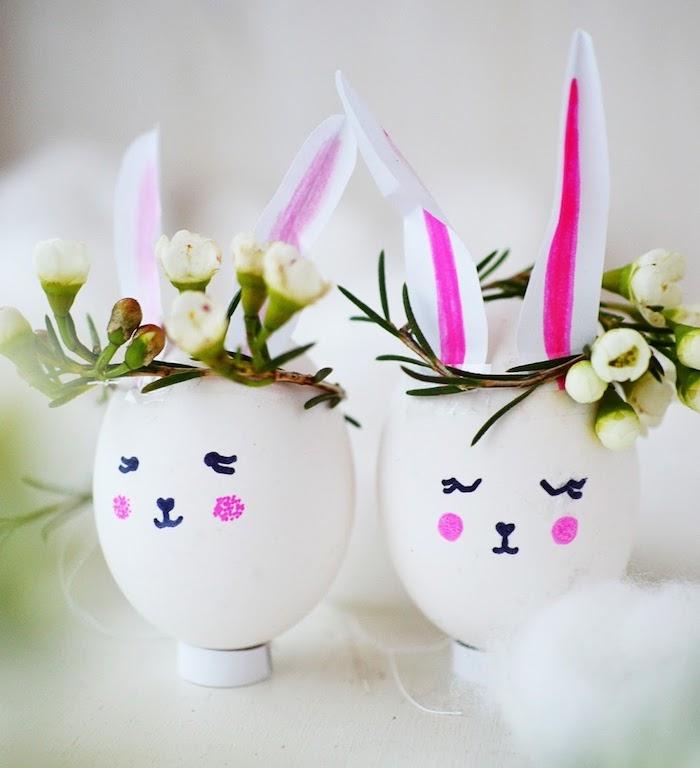 petit vase dans une coquille d oeuf avec couronne de fleurs et des oreilles en papier, dessin figure lapin de paques