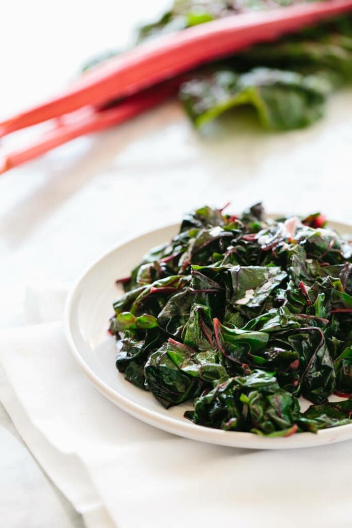 épinards cuits a la vapeur pour un repas minceur diététique, cuisine asiatique, plat avec un temps de cuisson minimal, recette bonne forme