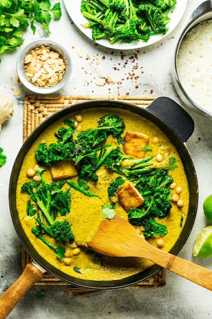 kourkouma avec des brocolis et des amandes douces, des épices pour donner des saveurs orientales, du lait et du persil, soirée orientale, recette minceur, repas dietetique