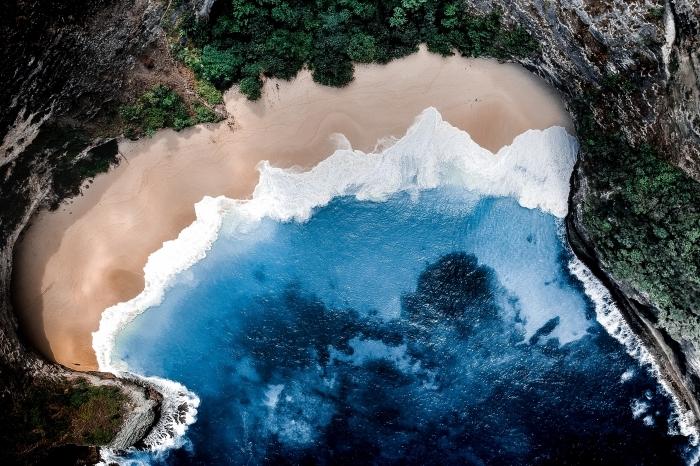 fond d écran magnifique, paysage fantastique avec vue au-dessus d'ile exotique avec eau bleu et sable doré