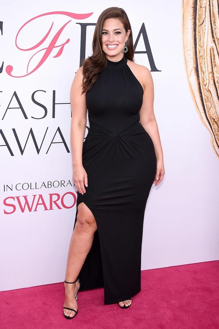 robes pour les femmes qui ont des courbes, robe noire longue avec grande fente