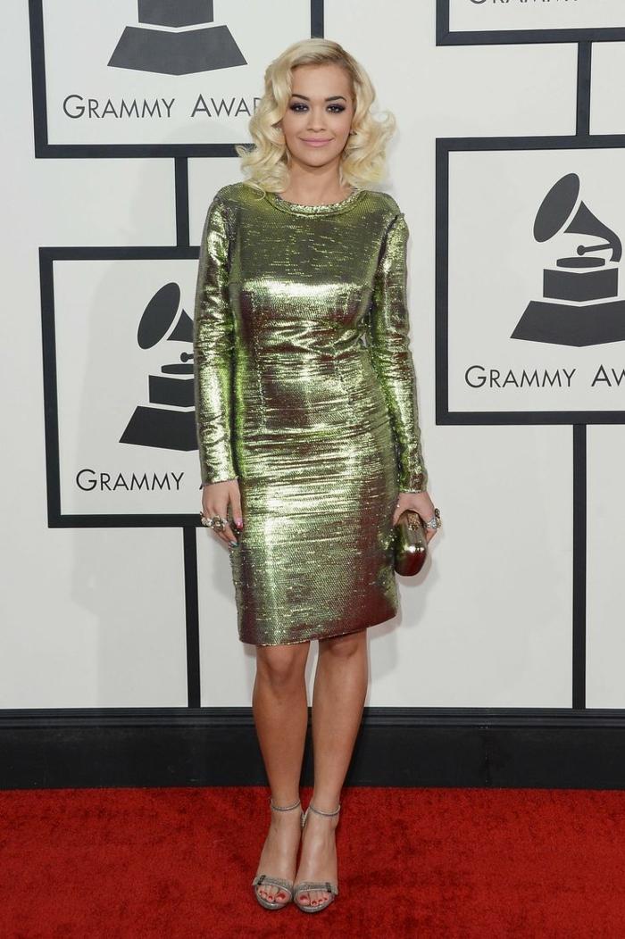 les stars au tapis rouge, robe lumineuse matière dorée, robe collée au corps