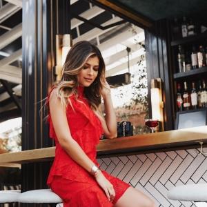 Comment adopter la robe de soirée courte chic et la porter avec style