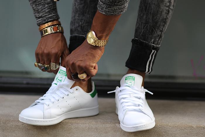 marque chaussure homme tendance pour l été style tennis blanches rétro stan smith
