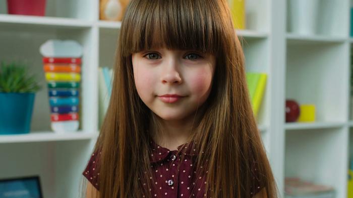 Mignonne coiffure petite fille tresse coupe carré dégradé court cheveux fille belle photo fille avec cheveux longs frange
