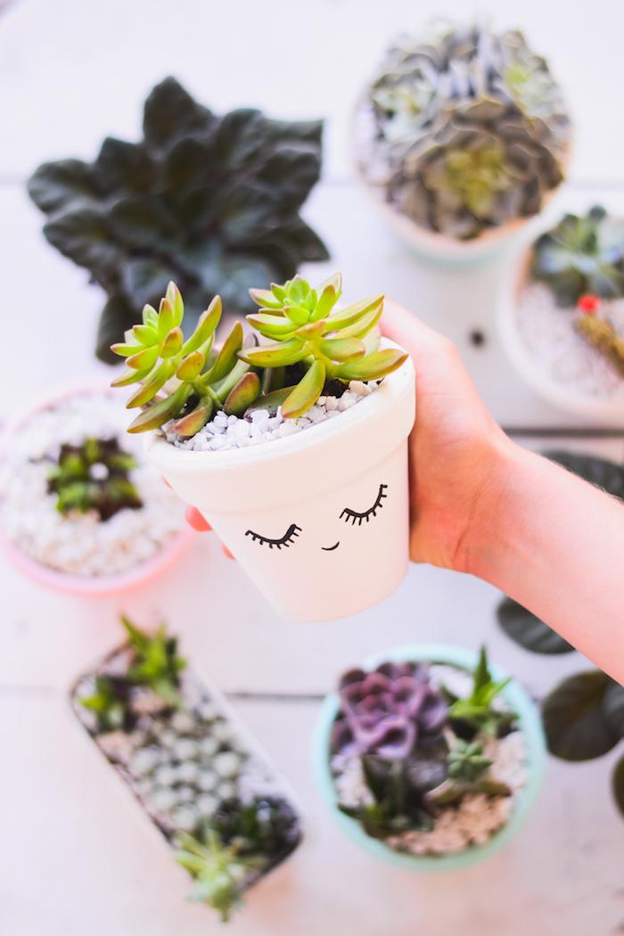 Cool activité manuelle été activité manuelle pour ado idée d activité manuelle activité pot de fleurs décoré en blanc avec yeux fermés