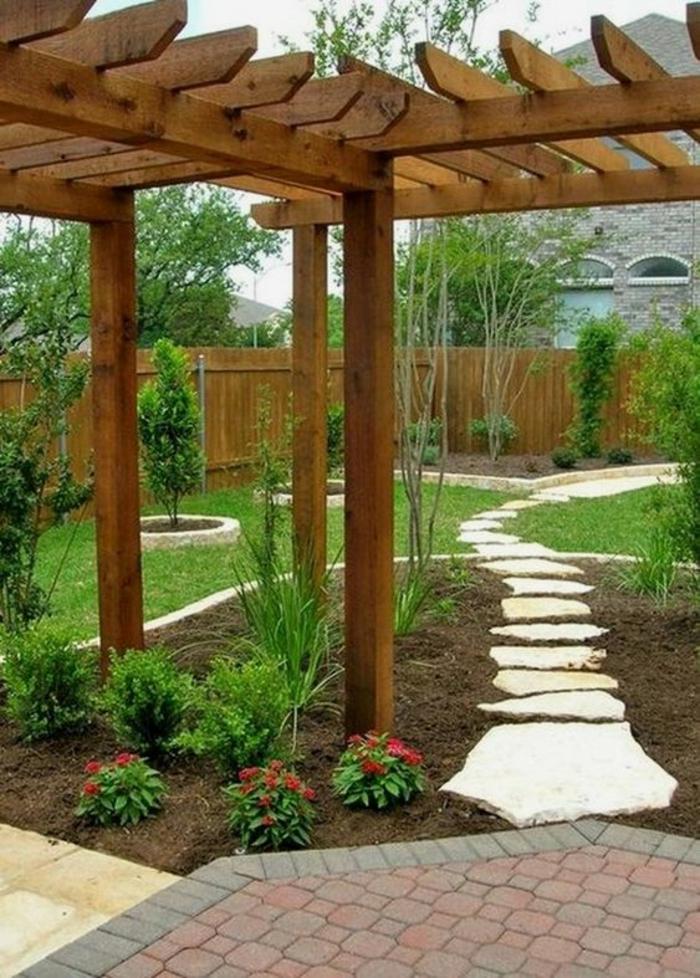 amenagement jardin paysager, pergola en bois, pierres cintre en bambou, éléments en bois et en pierre, decorer son jardin, jardin deco