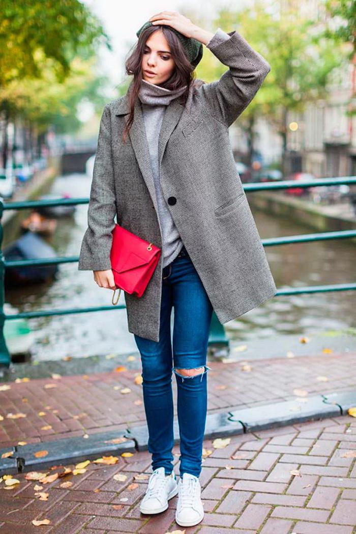 Adorable paire de basket femme tendance 2018 basquette femme moderne Amsterdam photo tenue jean et basket blanche