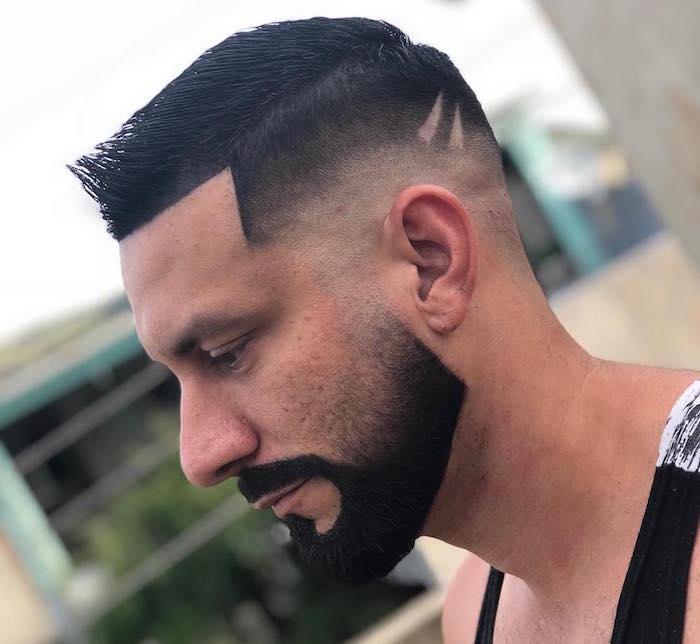 photo de bonne barbe courte avec joue en dégradé et contours moustache au rasoir