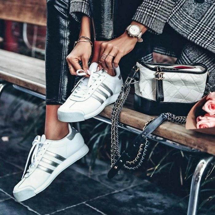 Basket femme de marque chouette idée tenue et baskets modernes printemps basket adidas blanche et argenté montre moderne