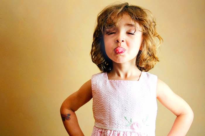 Coupe de cheveux pour petite fille de 6 ans la coupe enfant fille coupe cheveux adorable photo jouer enfant
