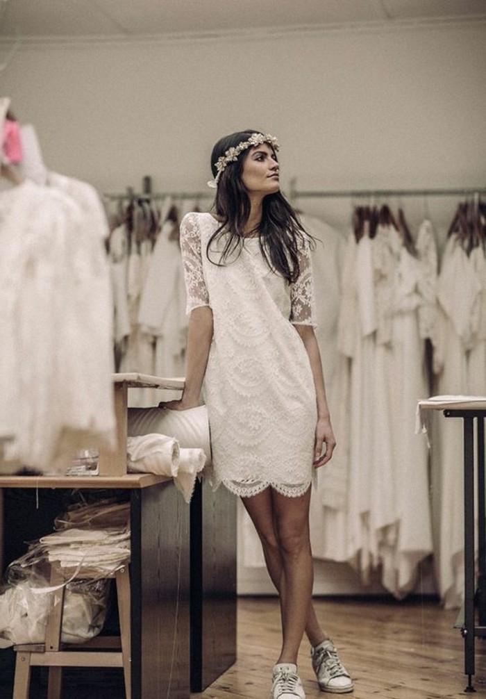 Choisir sa robe mariée empire magnifique robe de mariée élégante quelle est ma robe courte avec manche en dentelle et baskets