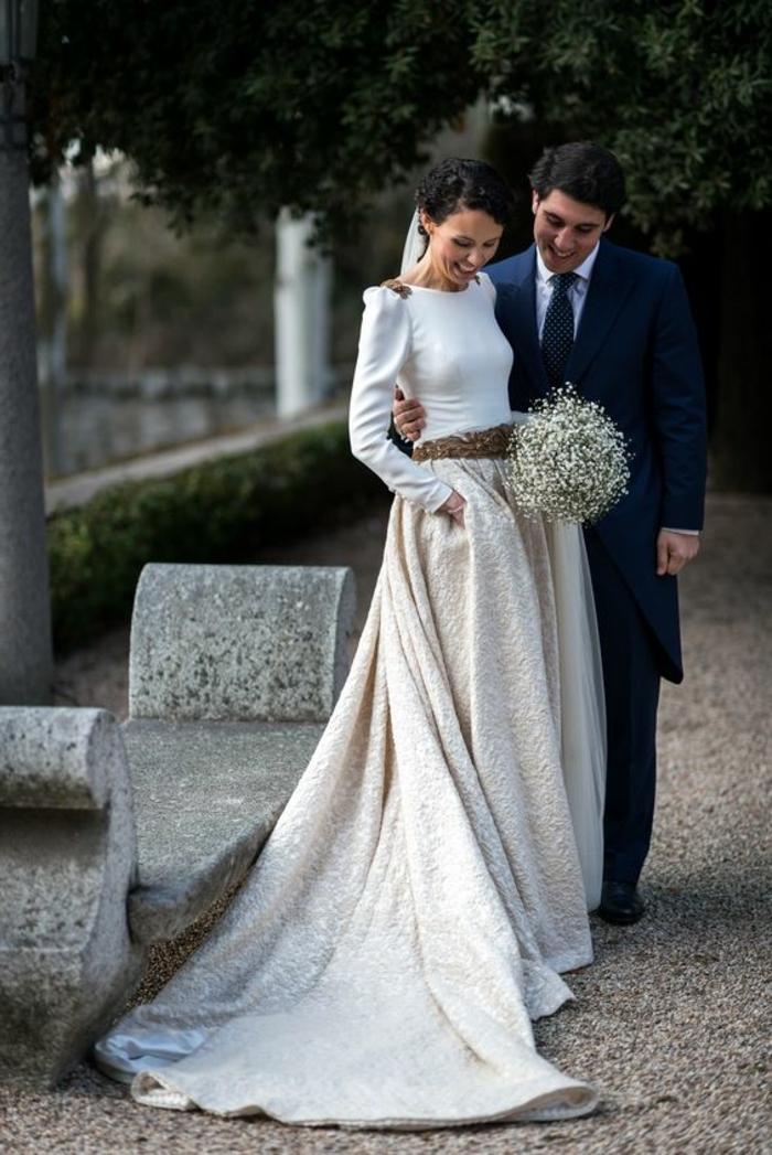 Romantique robe de mariée magnifique boutique de robe de mariée simple et elegante magnifique idée blouse avec manche et maxi jupe