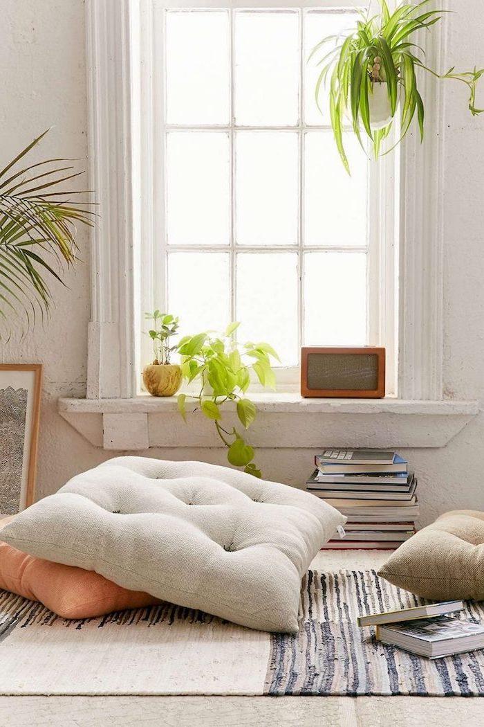 Chambre complete pas cher deco pour chambre à coucher aménagement coin lecture cosy avec coussins de sol