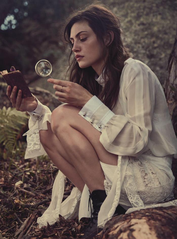 Idée comment adopter la robe bohème blanche robe d'été idée tenue Phoebe Tonkin chemise et jupe boheme