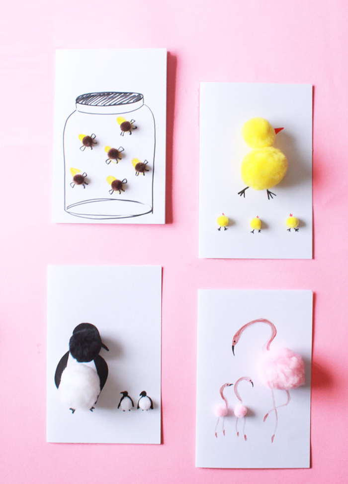 jolie carte de voeux spécial fête des mères décorée avec des animaux en pompons, bricolage fête des mères pour tout petit
