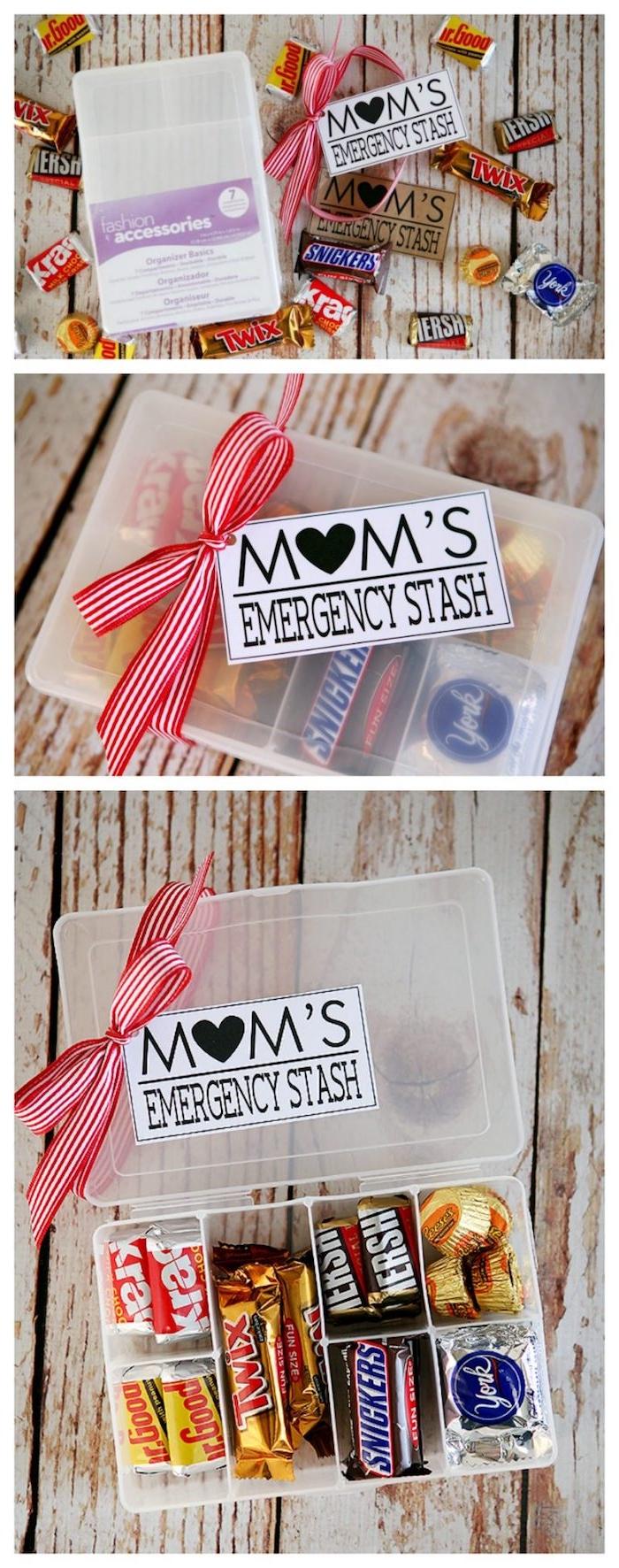une boite en plastique avec différents compartiments remplis de gourmandises, decoration ruban, idee cadeau fete des meres