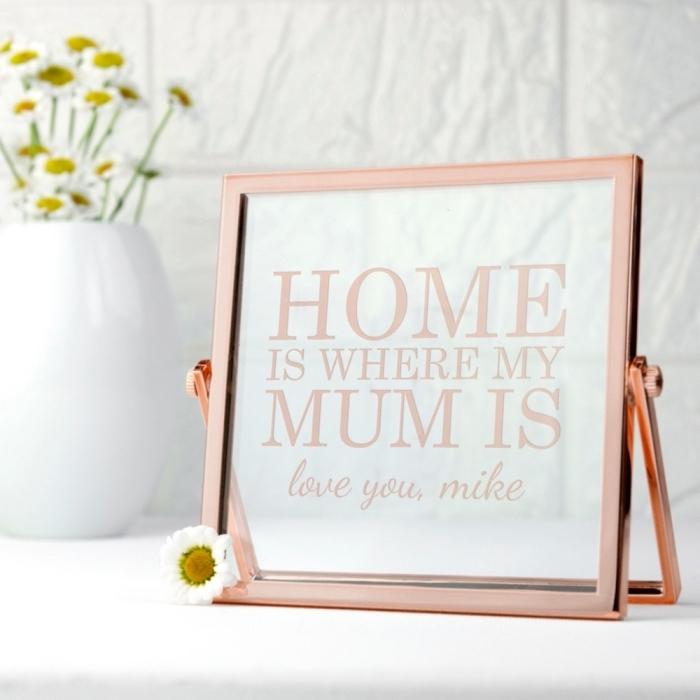 modèle de cadre photo à design fashion de couleur rose gold avec lettres inspirantes pour décorer sa maison