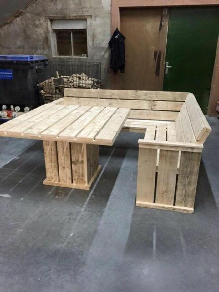 banquette en palette, canapé en palette, salon de jardin palette, table de jardin en palette, manger en plein air, meubles de salle a manger en bois clair