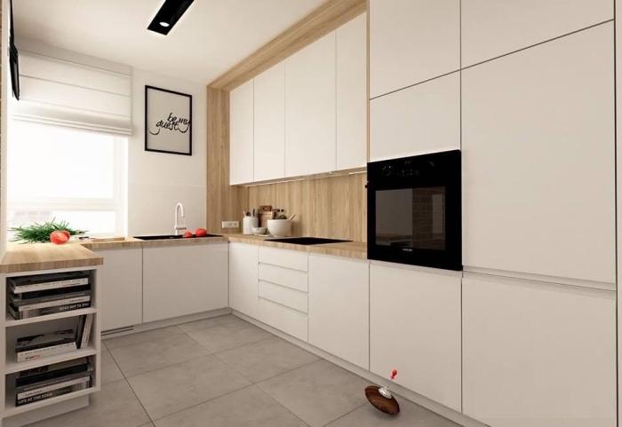 décoration minimaliste dans une cuisine moderne équipée de meubles blancs à ouverture automatique avec un pan de mur en bois clair