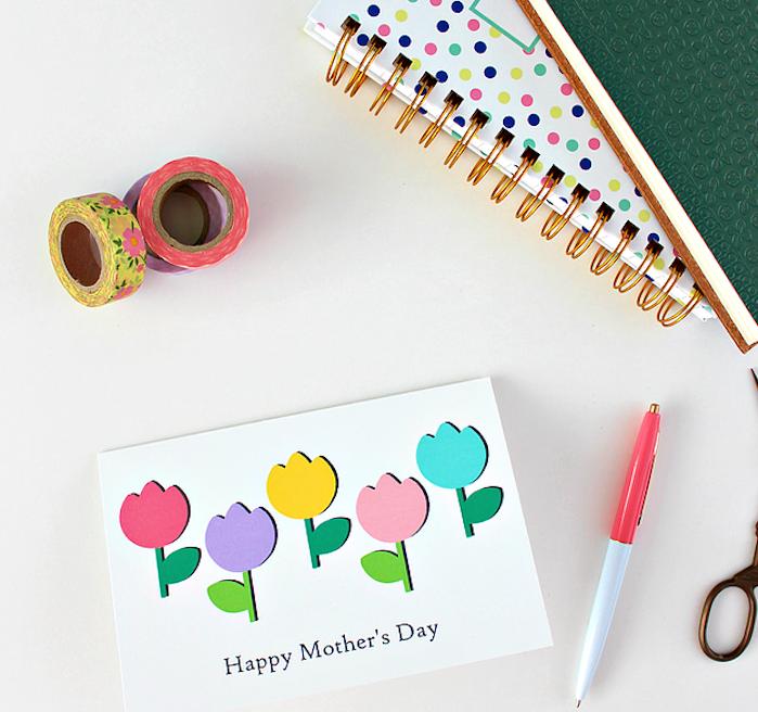 exemple de diy fete des meres silhouettes de fleurs colorées sur un bout de papier blanc, joyeuse fete des meres 2018
