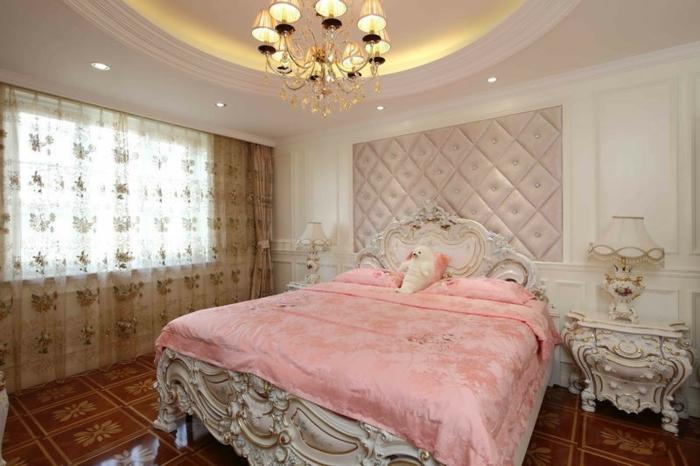 chambre feng shui rose et blanche, plafonnier baroque, spots encastrés, plafond blanc, chevet baroque