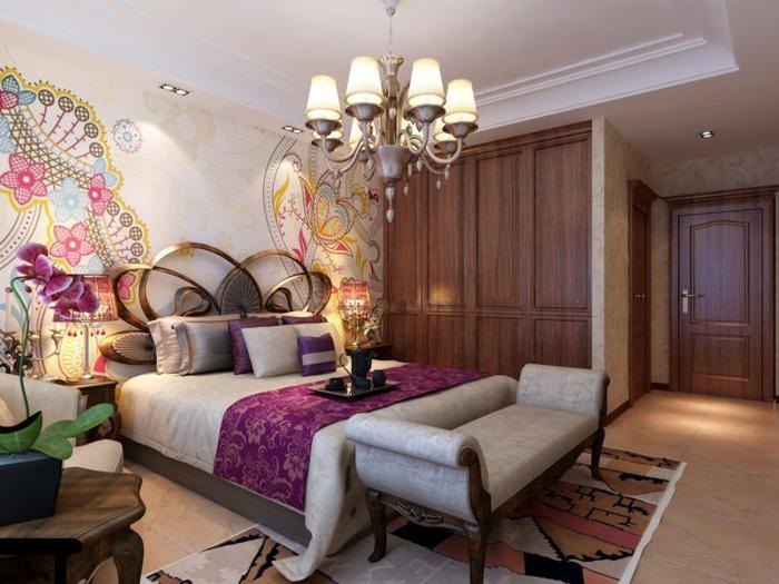 chambre zen avec plafonnier baroque, mur blanc aux motifs orientaux, armoire en bois