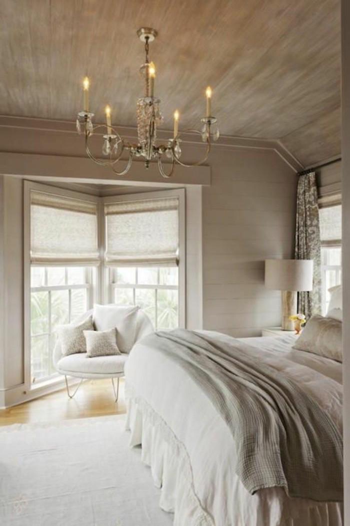 La chambre à coucher zen pour se sentir à l'aise ambiance calme chouette chambre ambiance calme en blanc et beige lustre baroque