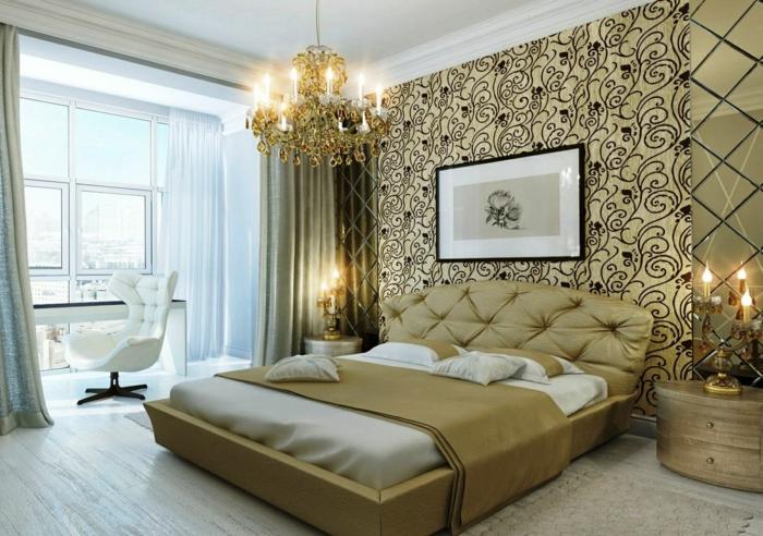 chambre baroque, tête de lit champagne, plafonnier magnifique avec pampilles, bougeoirs sophistiqués