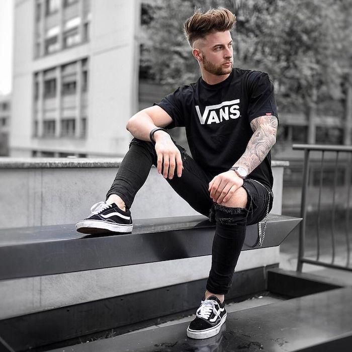 chaussure homme jeune style hipster avec jean slim et vans old skool noir à la mode