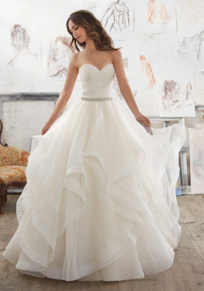 Belle robe de mariée moderne robe mariée originale coloré ou avec detail à couleur blanche chouette silhouette moderne version de robe de mariee classique bustier jupe fleur