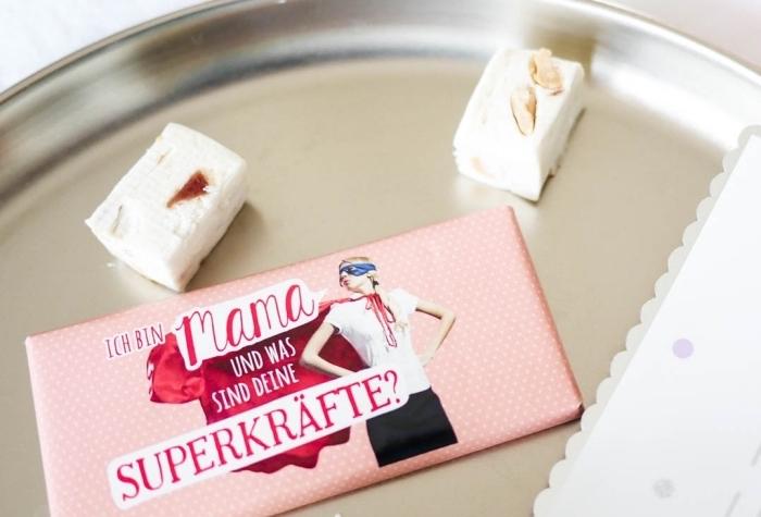 emballage de chocolat à design personnalisé avec photo supermaman à voile rouge et mots drôles, idée cadeau personnalisé pour maman