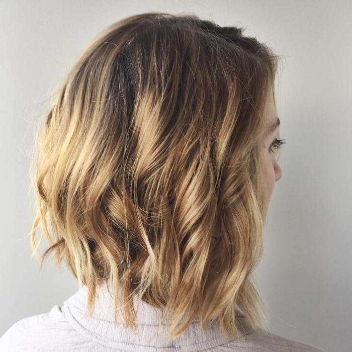 idée comment faire une jolie coiffure sur cheveux courts, modèle de carré tendance plongeant aux mèches cuivrées