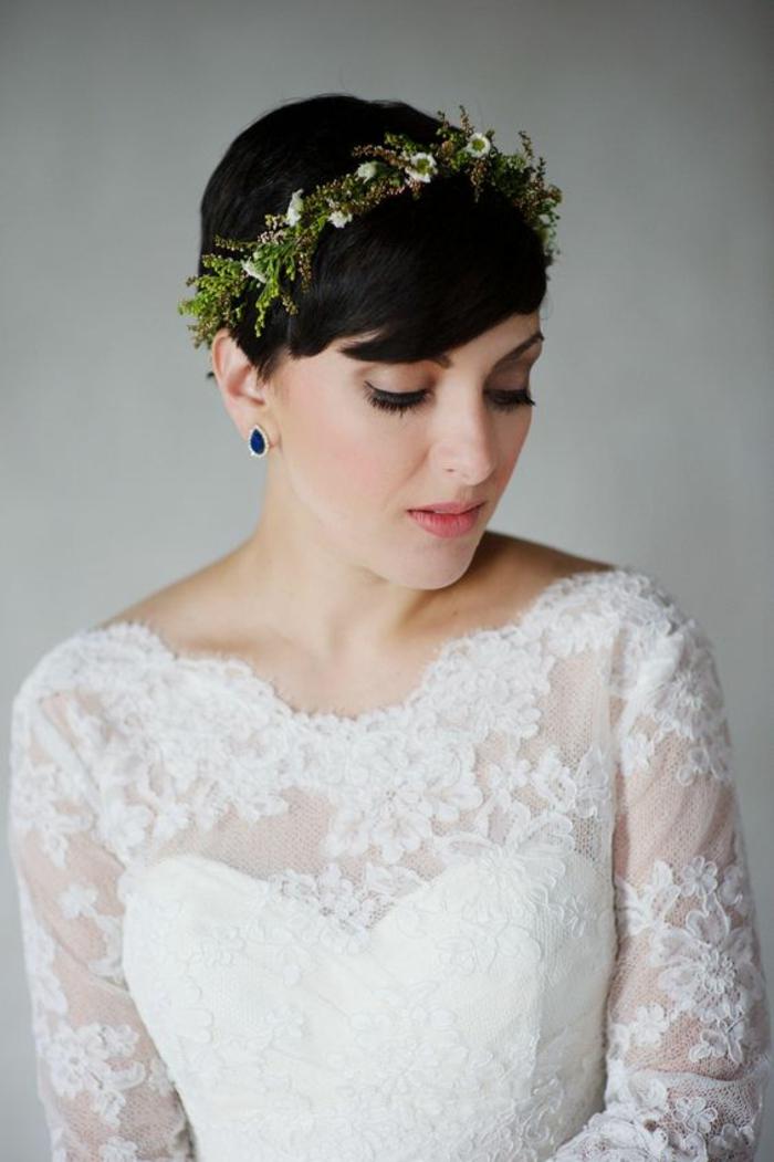 couronne de branches fleurie, cheveux très courts, coiffure femme mariage, coiffure mariage cheveux court, coiffure mariee, coiffure invité mariage