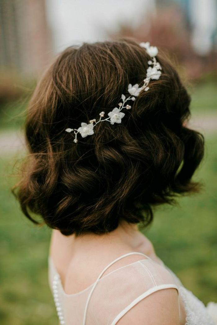 coiffure mariage cheveux court, coiffure mariee, coiffure mariage invitée, coiffure mariage boheme, mariée avec carré aux bouts ondulants