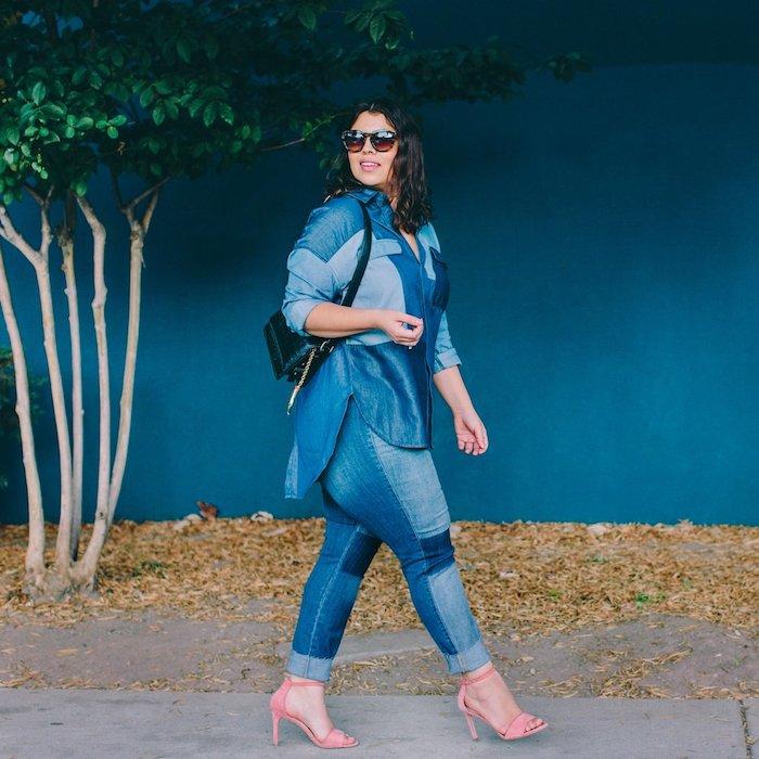 idée comment s habiller quand on est ronde, chemise et pantalon moulant en jean et chaussures à talons rose, lunettes de soleil