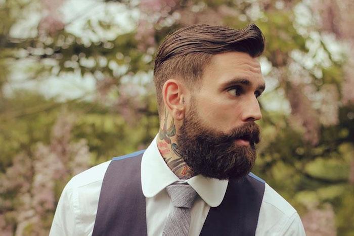 coupe de barbe épaisse sur le dessous avec dégradé sur le haut des joues