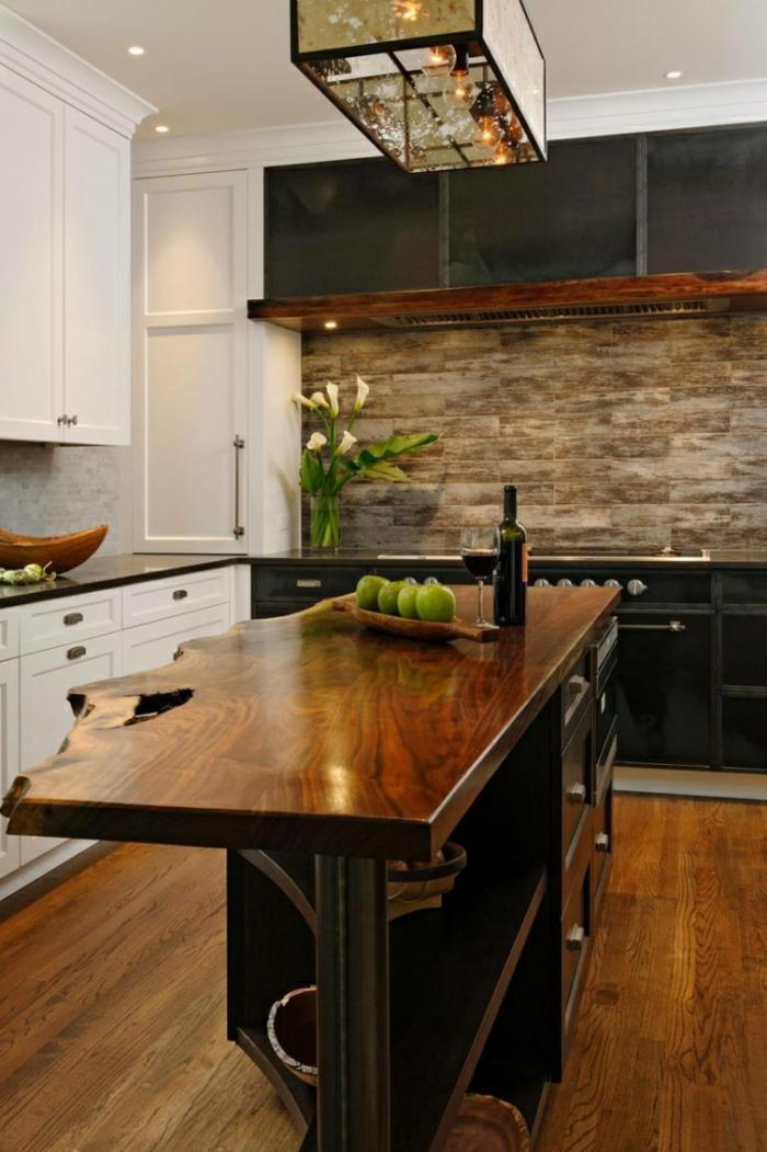 plafonnier rectangulaire, ile de cuisine en bois design naturel, crédence en pierre