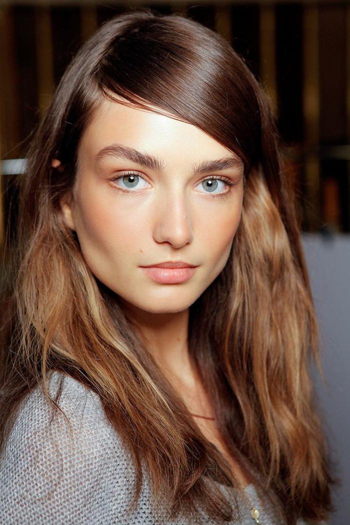 comment réussir le maquillage naturel, maquillage peau pâle, couleurs chaudes