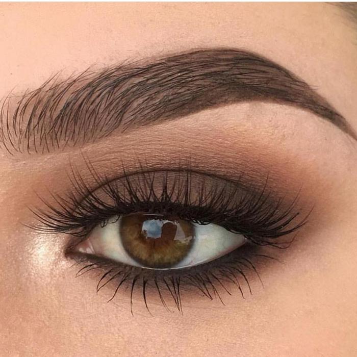 conseil maquillage yeux, cils noirs, yeux verts tachés de marron, ligne des cils bien soulignés