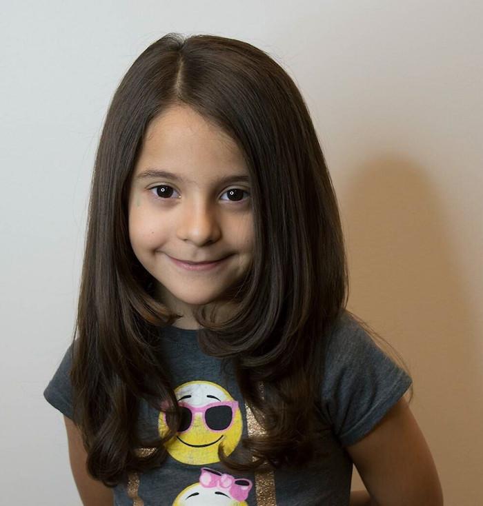 Idée coiffure facile coupe carré petite fille coupe de cheveux pour enfant cheveux longs bruns