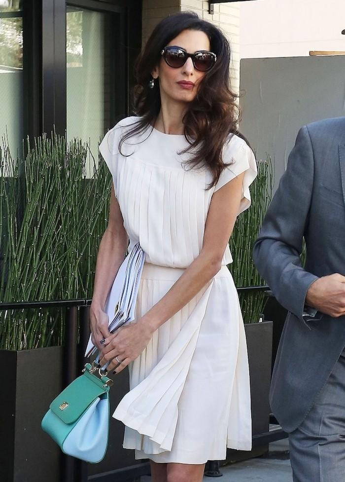 Simple tenue femme pour un bapteme chic tendance de robe rétro chic belle robe blanche courte